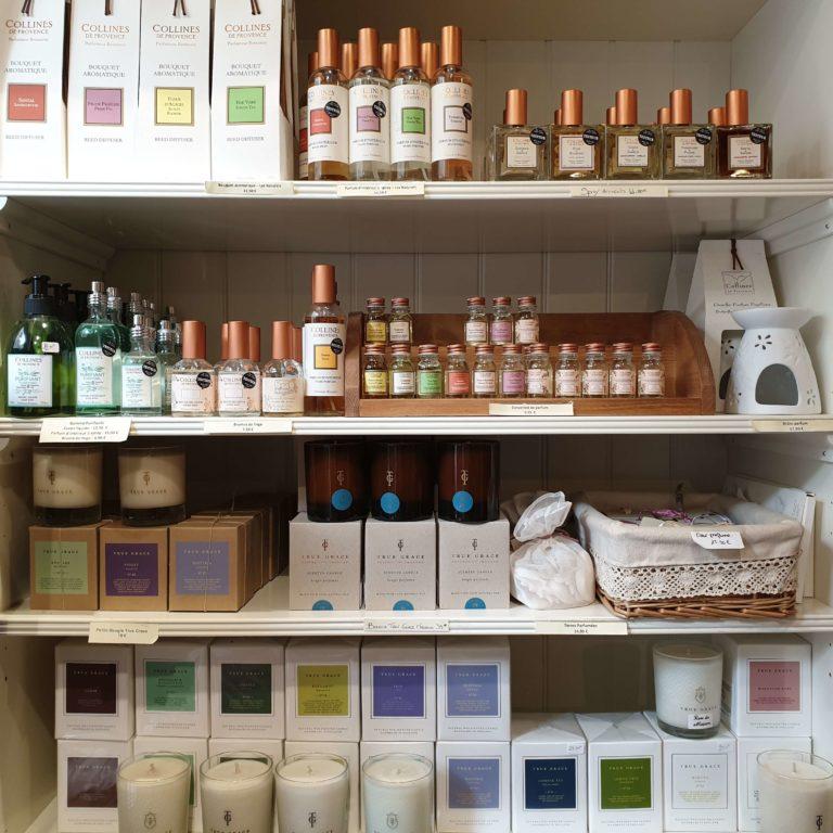 Huiles essentielles Collines de Provence et bougies parfumées True Grace
